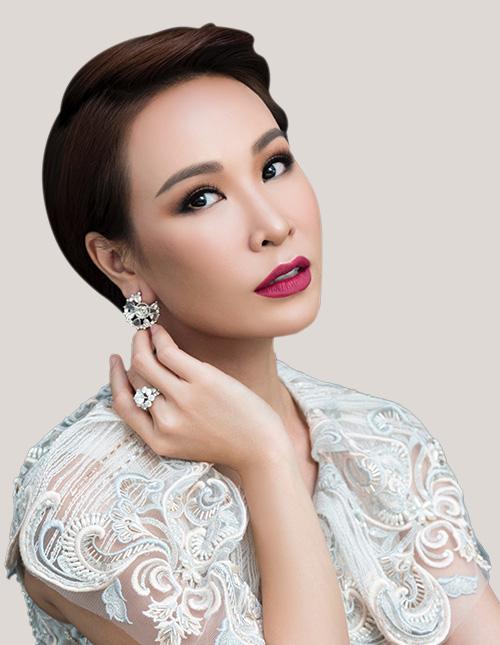 Ngày 18/10, tại Tuần lễ Trang sức DOJI 2019 sẽ diễn ra minishow ca nhạc của nữ ca sĩ Uyên Linh. Với tài năng ca hát được khẳng định, đêm hội hứa hẹn sẽ mang đến nhiều cảm xúc cho tất cả khách hàng DOJI.