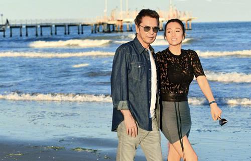 Vợ chồng Củng Lợi trên tạp chí Paris Match - 4