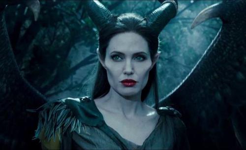 Angelina Jolie chú trọng diễn xuất qua ánh mắt trong Maleficent 2. Ảnh: Disney.