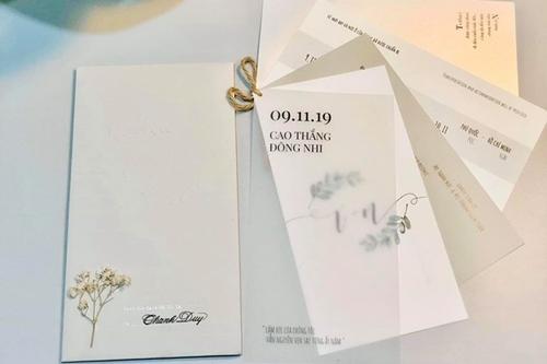 Tên từngkhách mờiđược viết bởi nghệ nhânviết chữ đẹp.