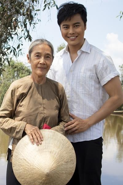 Võ Minh Lâm bên nghệ sĩ Thanh Hiền. Ảnh: SM.
