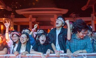 Khán giả cuồng nhiệt với ban nhạc Ngọt