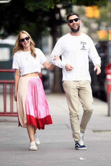 Jennifer Lawrence và chồng Cooke Maroney. Ảnh: Splashnews.