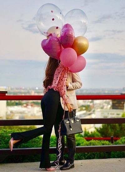 Phạm Hương đăng ảnh hôn bạn trai. Ảnh: Instagram.