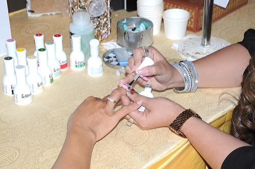 Khách mời được hướng dẫn cụ thể các bước vẽ gel đúng chuẩn quốc tế, các mẫu nail đang thịnh hành và nhận hàng trăm quà tặng hấp dẫn từ nhãn hàng Felina.