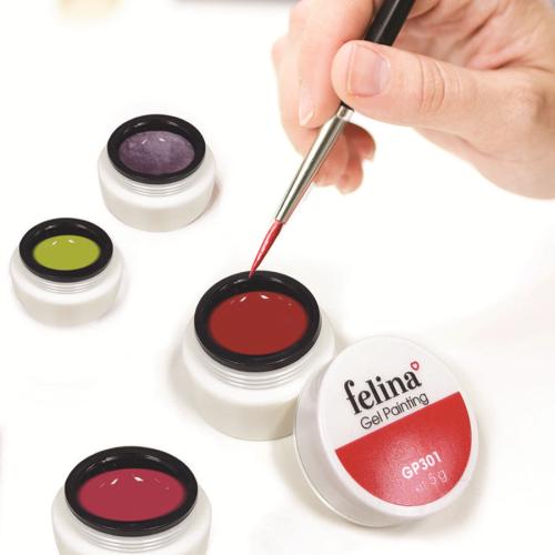 Hướng đến các tiêu chuẩn quốc tế cho nhãn hàng, Felina sở hữubảng sơn hơn 200 màu liên tục được cập nhật theo xu hướng thời trang kết hợp cùng bộ sản phẩm gel vẽ chuyên biệt.