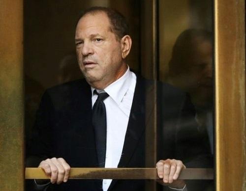 Harvey Weinstein rờitòa án New York vào tháng 5. Ảnh: AFP.