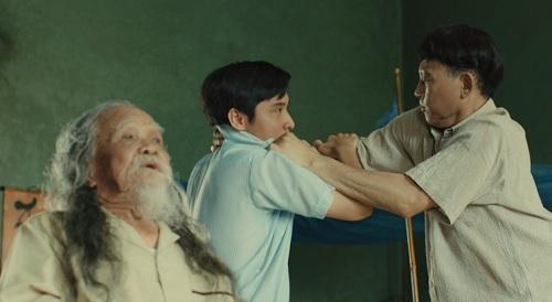Mâu thuẫn gia đình là yếu tố được nhắc lại nhiều trong phim. Ảnh: Production Q.