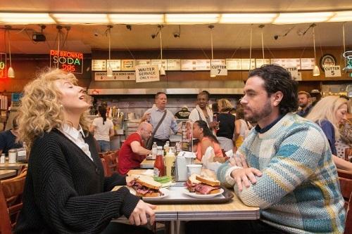 Hai khách diễn lại cảnh phim nổi tiếng. Ảnh: New York Post.