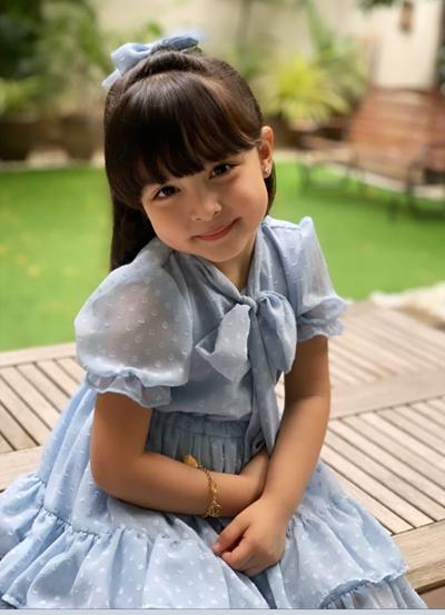 Cô bé bốn tuổi là sao nhí hàng đầu Philippines. Ziađóng hàng chục quảng cáo thực phẩm, sản phẩm chăm sóc sức khỏe, làm đẹp...