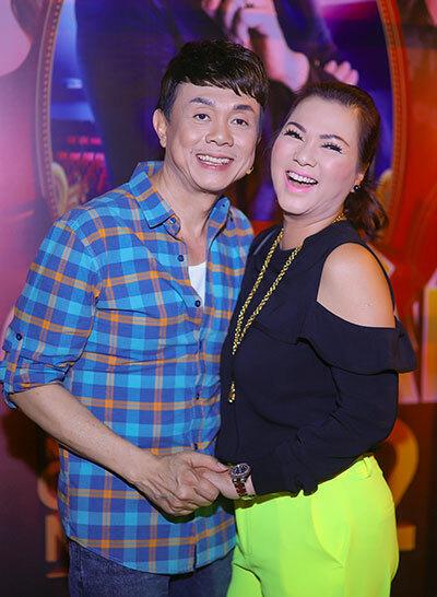 Chí Tài cho biết bà xã luôn về Việt Nam để thăm chồng mỗi lần anh có show diễn. Lần này, chị sẽ ở lại cùng anh mộttháng.