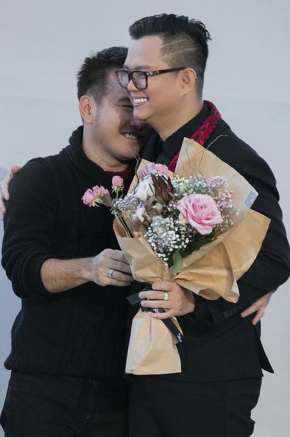 Nhà thiết kế Lê Thanh Hòa và đạo diễn Long Kan.