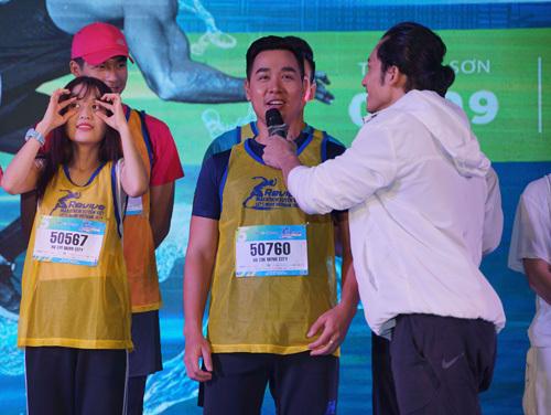 MC Nguyên Khang là một trong những nghệ sĩ có mặt tại khu vực Phú Mỹ Hưng, quận 7 từ sớm. Anh cho biết sự kiện thu hút sự tham gia của rất nhiều vận động viên tới từ nhiều nơi trên khắp mọi miền đất nước.