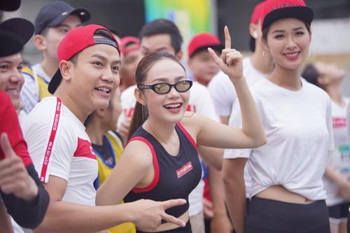 Minh Hằng cũng là một trong những nghệ sĩ góp mặt tại chương trình. Nữ ca sĩ cùng dàn huấn luyện viên Citigym khuấy động tinh thần thể thao của mọi người.