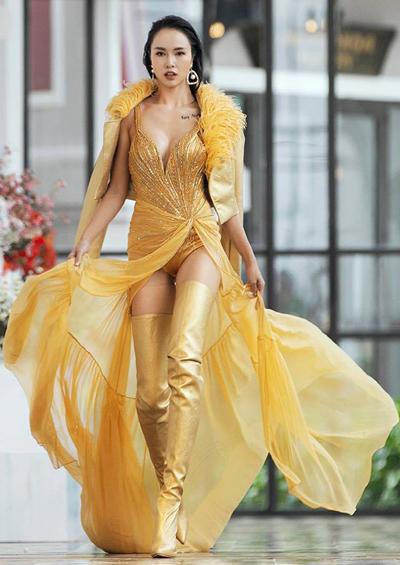 Người mẫu Ngọc Anh trong show thời trang của nhà thiết kế Lê Thanh Hòa ở Sapa, ngày 26/10. Ảnh: NA.