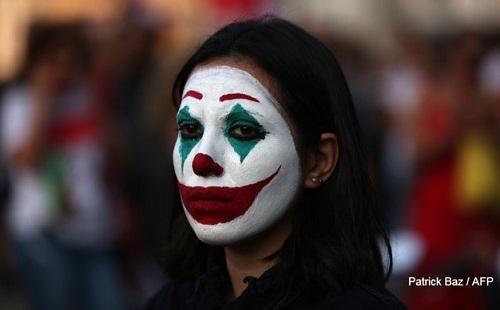 Một người biểu tình ở Lebanon. Ảnh: AFP.