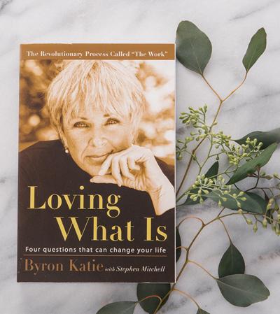 Hồi tháng 8, người đẹp giới thiệu cuốn Loving What Is: Four Questions That Can Change Your Life Ảnh: Saje.