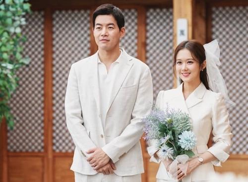 Một cảnh trong phim của Lee Sang Yoon và Jang Nara. Ảnh: SBS.
