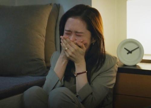 Jang Nara có nhiều cảnh rơi nước mắt khi hôn nhân bên bờ vực. Ảnh chụp màn hình.