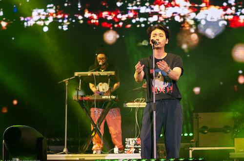 Ban nhạc Hàn Quốc ADOY mở màn đêm diễn. Ảnh: Đạt Phan.