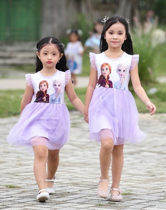 Con gái Xuân Lan diễn thời trang