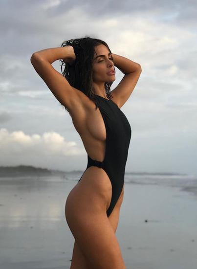 Ngày 3/11, Olivia Culpo - Hoa hậu Hoàn vũ 2012 - khoe những hình ảnh hậu trường khi thực hiện bộ ảnh áo tắm mới cho tạp chí SI.