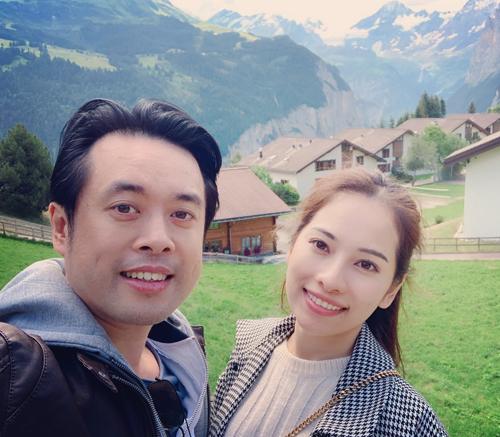 Dương Khắc Linh và bà xã Ngọc Duyên. Ảnh: DKL.