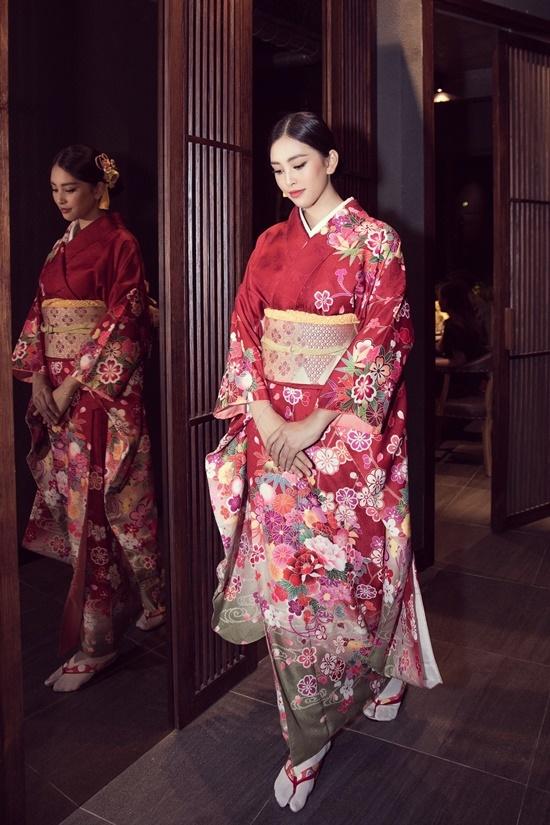 Hoa hậu Tiểu Vy du ngoạn Nhật Bản
