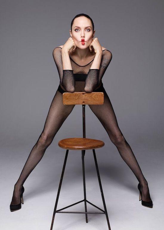 Angelina Jolie thể hiện sự nổi loạn