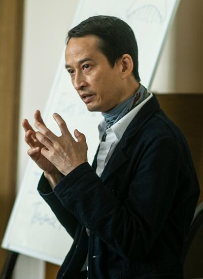 Trần Anh Hùng trong lớp Đạo diễn. Ảnh: GGMT.
