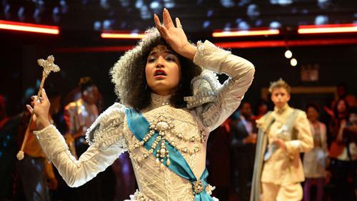 Một cảnh của Indya Moore trong vai gái mại dâm Angel Evangelista, phim Pose.