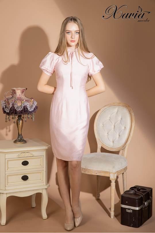 Chất liệu vải taffeta hồng có thiết kế phong cách tiểu thư quý tộc, gợi ý giúp nàng thêm lựa chọn mặc đi làm và đi hẹn hò.