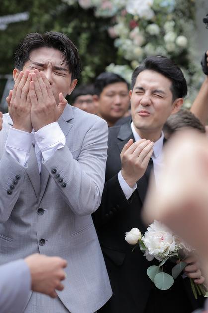 Ảnh thử thách ăn chanh trong đám cưới