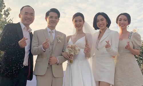 Thu Trang (phải), Tiến Luật (trái), diễn viên Diệu Nhi và cô dâu chú rể.