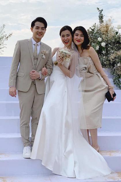 Trần Thu Hằng nói cô tin vào tình yêu hơn sau khi chứng kiến đám cưới đẹp như cổ tích của đôi bạn trẻ.