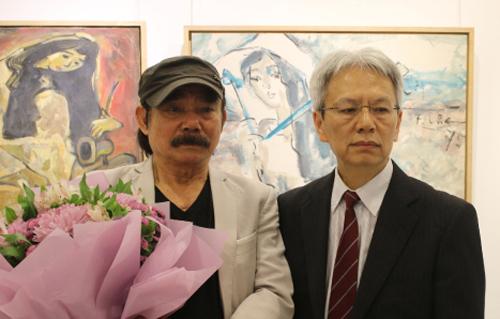 Ông Nguyễn Sĩ Dũng và họa sĩ Phạm Lực. Ảnh: Hoàng Huế.
