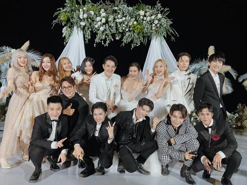 Lip B (hàng trên) và Uni5, hai nhóm nhạc thần tượng do công ty Ông Cao Thắng và Đông Nhi quản lý.