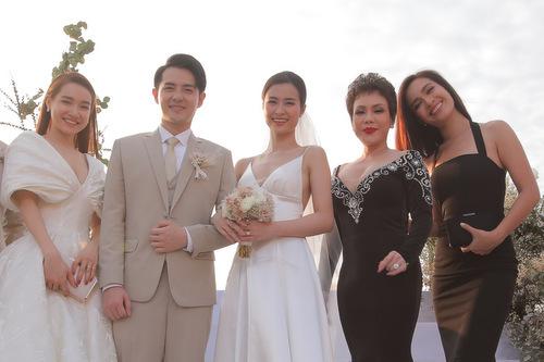Từ trái sang: Nhã Phương, Việt Hương và