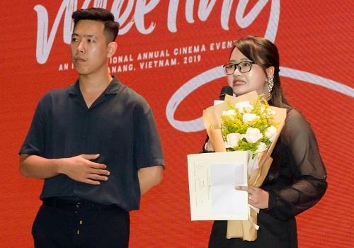 Võ Duy Lam (phải)nhận giải. Ảnh: BTC.