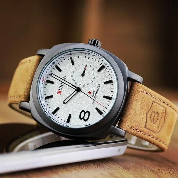 Đồng hồ nam dây da lộn thương hiệu Curren thiết kế dáng mặt đồng hồ mới lạ, hình vuông bo tròn 4 góc tinh tế. Kích thước mặt đường kính 34mm. Khung đồng hồ làm từ hợp kim théo không gỉ, mặt kính là từ kính cứng pha khoáng. Sản phẩm được bảo hành chính hãng 6 tháng, hỗ trợ vận chuyển trên Shop VnExpress, giá 219.000 đồng.