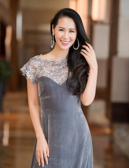 Hoa hậu Dương Thuỳ Linh cũng có mặt trong buổi thử đồ. Cô từng nhiều lần làm nàng thơ cho nhà thiết kế La Phạm.