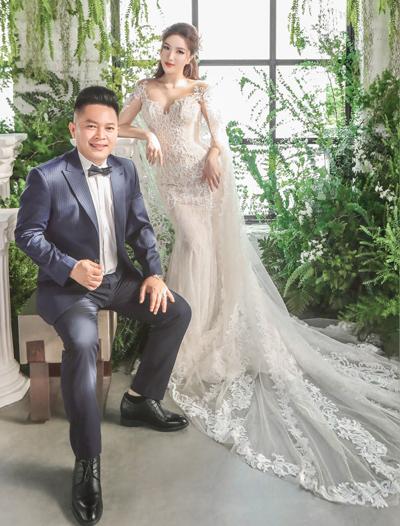 Bảo Thy chụp ảnh cưới bên chồng tương lai. Ảnh: Tee Le.