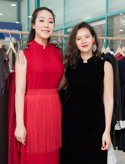 Ngô Phương Lan và La Phạm có quan hệ thân thiết. Hoa hậu nhiều lần diện áo dài của nhà thiết kế trong sự kiện ngoại giao quan trọng hoặc làm MC. Vì thế, dù chưa thực sự giảm được cân sau sinh cô vẫn nhận lời tham dự show thời trang để ủng hộ.