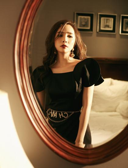Quỳnh Nga chuộng phong cách thời trang trẻ trung, hiện đại và phóng khoáng.