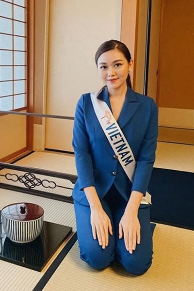 Tường San học pha trà đạo. Cô cho biết mình đến cuộc thi với tâm thế tận hưởng và khám phá văn hóa, con người nước bạn, vì vậy không quá áp lực.