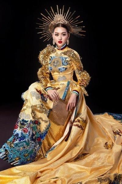 Tại vòng thi trang phục dân tộc, cô chọn bộ áo dài theo chủ đề Rồng chầu về trời có tà áo dài 3 m của nhà thiết kế Hồ Hoàng Ca Dao.Cô được trao giải Trang phục dân tộc đẹp nhất trongchung kết.