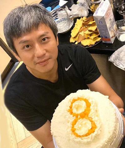 Tôn Lệ cho biết Đặng Siêu mất nhiều thời gian để làm bánh kem. Sinh nhật cô hồi tháng