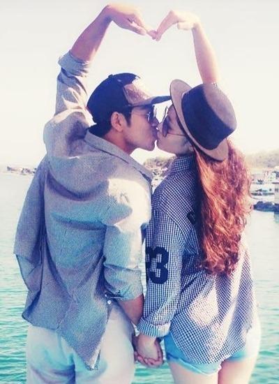 Họ thường xuyên chia sẻ hình ảnh, lời lẽ yêu thương dành cho nhau trên trang cá nhân.