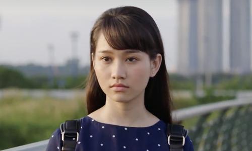 Nguyễn Trúc Anh sinh năm 1998, được quan tâm khi được chọn vào vai chính trong Mắt biếc - chuyển thể từ truyện cùng tên nổi tiếng của Nguyễn Nhật Ánh. Tuy tham gia làng phim vài năm qua, từng đóng một series chiếu mạng lẫn phim Ngốc ơi tuổi 17, cô chưa từng học diễn xuất.
