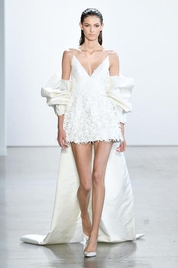 Bộ trang phục của Maren Morris từng được Công Trí giới thiệu tại tuần lễ thời trang New York hồi tháng 9. Ảnh: NFW.